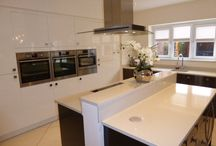 Roundel Designer Gloss Kitchen with Split Island