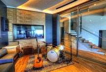 HUBER MUSIC ROOM Carlsbad, USA / An inspirational view of the Pacific coastline melds with flawless acoustics to establish the ultimate creative environment for musician/businessman, Chris Huber's personal studio.