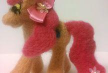 Zwierzaki / Moja pasja to rzeźbienie w filcu. Materiał - czesanka wełniana lub akrylowa. Metoda - filcowanie na sucho