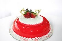 VALENTINE'S CAKE / Spoil someone's diet with our delicious VALENTINE'S CAKE COLLECTION...