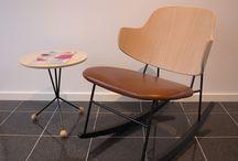Ib Kofod-Larsen / Møbler tegnet af den danske møbelarkitekt Ib Kofod-Larsen (1921-2003) produceres af Brdr. Petersens Polstermøbelfabrik i Danmark.