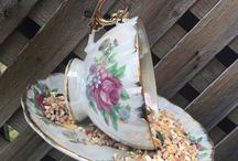 Garden Decor / Teacup bird feeders I really want. Garden decor, Mother's Day gifts, bird feeder, gift ideas, gifts for her, gifts for mom