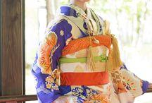 アンティーク花嫁振袖 / 大正〜昭和初期にかけてのアンティーク振袖。 現代のものには無い、大胆かつ繊細な柄ゆき、染めや、刺繍のうつくしさ、この時代ならではの絹地が描くやわらかなシルエット。和装 ウエディング