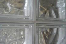 Briques de verre.
