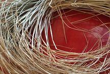 草を編む / 庭や野山で採った草でカゴなどを作っています