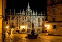 """Santiago de Compostela ... / El origen de la ciudad se remonta al siglo I d. de C., aunque su desarrollo comienza en el siglo IX. Doscientos años más tarde, se convertiría en la ciudad más importante del mundo cristiano y su """"camino"""" en la principal vía cultural de la Edad Media en Europa. / by Támmara Bescansa"""