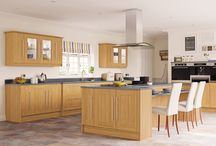 Palermo / Bring a touch of warmth to your home with an Oak kitchen. Palermo's clean lines means it will suit both modern and traditional houses, creating an elegant focal point in any home. Available in natural Oak finish, Palermo is complemented with a wide range of accessories which give a timeless elegance.