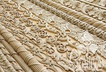 CARVED MOULDINGS / РЕЗНОЙ ПОГОНАЖ / Мы производим резной погонаж (деревянные модинги, раскладки, резной плинтус и др.) из массива ценных пород дерева методом 3D-фрезерования с дальнейшей ручной шлифовкой и ручной дорезкой, в зависимости от категории качества.