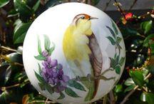 Garten Keramik, Keramikstelen / bunte handgearbeitet Keramikspindeln und Zwiebel auf Stab. Liebevoll in Handarbeit hergestellte Kermiksteln mit Sprüchen,  Stelen für Verliebte, das idealle Hochzeitsgeschenk, Rosenkugel handbemalt