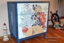 """Проект """"Мебель в морском стиле"""" для детской меловыми красками / Мой самый масштабный проект на сегодняшний день меловыми красками! Работа заняла ~ 2 недели. Мебель до переделки была очень разноплановая, разноцветная.  Корпуса мебели я окрасила самодельной краской, фасады - фирменной краской """"Americana decor"""". В процессе сравнивала краски, экспериментировала, применяла разнообразные техники и почти весь процесс сняла на видео. Мой видео-курс: """"Мебель в морском стиле меловой краской» можно приобрести здесь: https://new.vk.com/market-73113766?section=album_11."""
