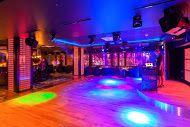 """Klub """"Bania"""" www.facebook.com/KlubBania / Rozgrzewające imprezki zimą, chłodzące latem! Zapraszamy do klubu w Hotelu Bania ****"""