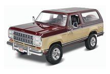 4WD and fantastic / Revell model kits featuring four wheel drive subject matters