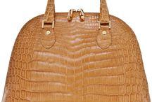 Handbag Hunt / Comfortably fits laptop, life & love