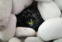 Paintend rock stone Dragon eye