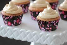 Cupcakes / by Becky Chandler Kankelfritz