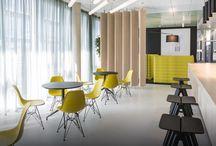 Chairholder Projektbericht: ZF FRIEDRICHSHAFEN AG, Bürokonzept 3.0 / DAS BÜROKONZEPT 3.0. Immer komplexere Tätigkeiten, immer mehr Teamarbeit, immer mehr Dialog und Kommunikation: Diese Anforderungen spiegeln sich im Bürokonzept 3.0, das ZF mit Hilfe des Fraunhofer Instituts für Arbeitswirtschaft und Organisation (IAO) entwickelt hat.
