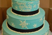Short & Sweet cakes / These are budget-friendly alternatives to our custom tiered cakes. Take a peek!