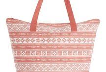 Sacs de plage / Le sac de plage est l'accessoire indispensable de l'été. Voici la sélection par TOMeL.