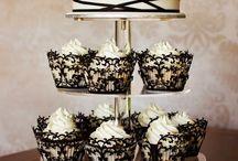 Black and ivory/white wedding theme / The black and ivory/white theme is very striking and elegant.