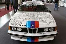 BMW M635CSi / 1983 yılının Avrupa Turing Otomobil Şampiyonası'nda Grup A Turing Otomobili BMW 635CSi'ydi. Turnuvayı kazanmak ve ünvanını korumak için otomobilin motor gücünün arttırılması gerekliydi. Ve buna özel olarak gövde ve şanzıman yarış şartlarına uygun hale getirildi. Galerimize göz gezdirin ve BMW 2012 Stuttgart Retro Klasikleri'nde sergilenen BMW 635CSi'nin bu eşsiz versiyonunu keşfedin.
