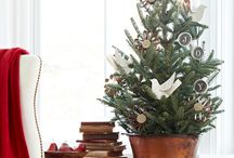 Sweet Tabletop Christmas Trees / Sweet Tabletop Christmas Trees That Will Make Your Knees Go Weak! / by Britt Stager // My Daily Randomness