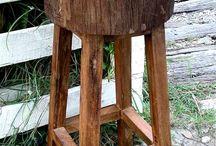 banqueta com tronco de madeira