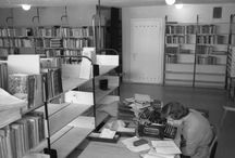 Menneiden aikojen kirjastolaisia ja asiakkaita