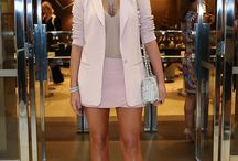 Estilo Bruna Marquezine / looks da atriz Bruna Marquezine.  Blazer rosa quartzo, scarpin prata,