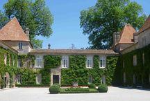 Château Carbonnieux / visite du vignoble et des chais au Château Carbonnieux à Pessac Léognan Bordeaux. Pour cela il vous suffi simplement de réservez avec winetourbooking.com