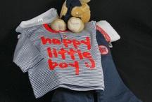 Geboortecadeau Geboortemanden | Jongens / Bij een stoer klein jongetje hoort ook een stoere maar toch lief geboortecadeau. Zo`n goed gevulde geboortemand is een genot om als geboortecadeau te geven en nog leuker om te krijgen.   De nieuwe papa en mama zullen verrast zijn zo`n origineel en uniek geboortecadeau voor hun kleine zoontje te krijgen.