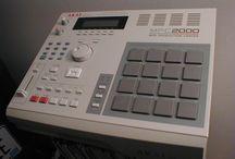 """Sampling – Ý tưởng sáng tạo trong phối khí. / Trong phối khí, sampling là kỹ thuật lấy một phần, hoặc một mẫu, của một bản ghi âm và tái sử dụng nó như một công cụ hoặc một bản ghi âm trong một bài hát hoặc đoạn khác nhau. Nói nôm na dễ hiểu hơn các bạn có thể hình dung từ một câu nói """"tao là cung bọ cạp"""" trong đoạn 1 đoạn video phát tán trên mạng đã được DJ Hoaprox lấy mẫu và làm thành một bản nhạc EDM. Hôm nay ADAM Muzic xin giới thiệu với các bạn về kỹ thuật này nhé :)"""