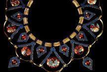 šperky - bijoux - jewel / krásné či jinak zajímavé ozdobné kousky, které si člověk věší na krk, zápěstí, prst, ušní lalůček, event. méně často i na další vhodná místa na těle (horní část paže, kotník...) - materiál (ani cena) nerozhoduje