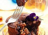 Cakes/Cupcakes/Cookies / by Cheri Ricke