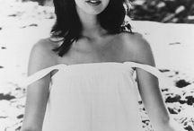 Phoebe Cates / She is so beautiful.