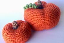 Crochet Amigurumi / Gehäkelte oder gestrickte Tiere und Pflanzen - sowie Häkelspeisen.
