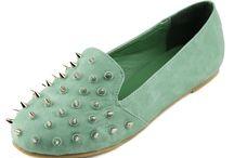 Slides at DailyShoes.com