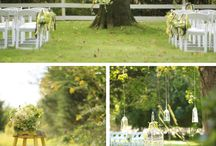 Wedding ceremony / Under a tree