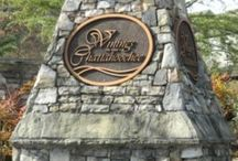 Vinings on the Chattahoochee / A swim/tennis neighborhood of townhomes and single-family homes in an incredible location! Nestled in the City of Atlanta yet minutes from I-285 and Vinings area, this community brings you the best of both worlds.   http://www.brockbuilt.com/communities/vinings-on-the-chattahoochee/