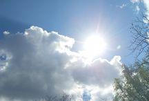 Felhőim / Az ég óriás és folyton változó hajóiról, a felhőkről.