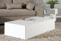 Couchtische & Wohnzimmertische / Der Couchtisch ist ein liebevolles Detail in jedem Wohnzimmer. Um eine perfekte Harmonie mit Sofa & Sessel zu erlangen, bieten wir Ihnen verschiedenartige Modelle an. Lassen Sie sich bezaubern von unseren Tischen mit integrierter LED Beleuchtung oder nutzen Sie den praktischen Stauraum, den unsere funktionalen Tische Ihnen bieten. Ob rund oder eckig, schlicht oder auffallend, pompös oder bescheiden, unser Sortiment orientiert sich bestmöglichst an Ihren Ansprüchen.