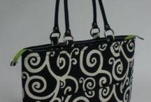 Bag Tutorials / by Dawn Valentine