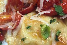 """#Ravioli al baccalà #Stocafissoepatate / I nostri ravioli al baccalà, un piatto originale perché i ravioli non sono riempiti con carne, prosciutto o con ricotta e spinaci, ma accostano due sapori diversi, uno proviene dal mare e l'altro dalla terra. In alternativa uno stoccafisso con patate. Ad ogni modo una fetta della nostra crostata #BruttamaBuona, così abbiamo deciso di chiamare la nostra crostata di nespole germaniche, dolce di """"Come una Volta"""" non può mancare. telefono 0818991843 / 333 2963740  """