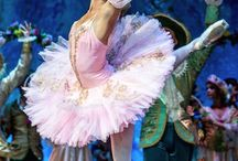 Ballet / The costumes, characters, sets, props, stages and stories of the world's ballets.