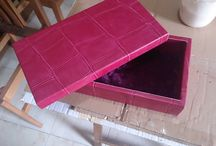 Cajita de diseño rosa / Cajita forrada con un papel exquisito que hace una delicia a la vista para los más atrevidos