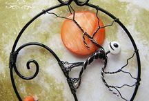 drótékszerek (wire jewellery)