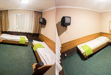 EKONOMICZNE POKOJE STANDARDOWE. / Funkcjonalne ekonomiczne pokoje z łazienkami. Pokoje jedno i dwuosobowe oraz trzyosobowe, wyposażone są w telewizję kablową oraz bezpłatny dostęp do Internetu.