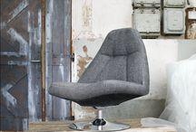 Fauteuils / Fauteuils Zitcomfort is van groot belang in de hedendaagse woonkamer. Bereik optimaal comfort met onze fauteuils. Een fauteuil is een luxe stoel met over het algemeen een groter zitvlak dan bij gewone stoelen en armleuningen. In de meeste gevallen is een fauteuil bekleed met leder of een stevige stof. Naast de gewone fauteuils vindt u bij Pronto ook relax fauteuils, eetkamer fauteuils en lounge chairs tegen.