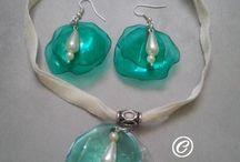 Plastový náhrdelník