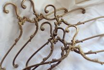 The most beautiful clothes hangers.. / Kleding en brocante hangers!