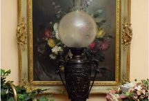 Lampa naftowa XIXw. / Zapraszamy do zapoznania się z Naszą aktualną ofertą. Stare Lampy są przykładem wyjątkowej klasy wyrobów rzemiosła artystycznego dynamicznie rozwijającego się na przełomie XIX/ XXw. Poza różnorodnością stylistyczną w dekoracji korpusów elementem wyróżniającym każdą lampę indywidualnie jest technologia wykorzystana w procesie jej produkcji. Zapraszamy na www.galeriedoris.pl